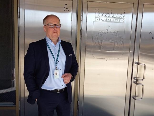 Timo Lahtinen säger att det är en fördel för Kosek att verka i stadshuset.
