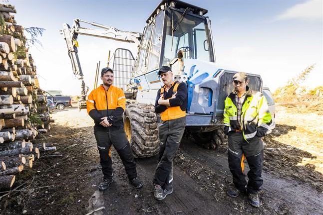Per Carlsson, Bjarne Björnström och Johan Nyback har avverkat skog på fabrikstomten i flera månader. På måndagen fick de veta vad den ska användas till.