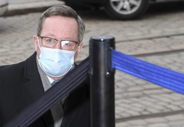 Näringsminister Mika Lintilä (C) varnar för risken att coronastöden blir bestående. Han vill inleda en avveckling av coronastöden till företagen redan nästa år.