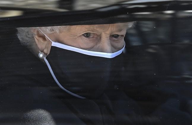 Storbritanniens regent drottning Elizabeth anländer till prins Philips begravning. Arkivbild.
