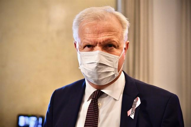 Olli Rehn, chefdirektör för Finlands Bank, höll en presentation om ekonomisk hållbarhet för regeringen på onsdagen. Arkivbild.