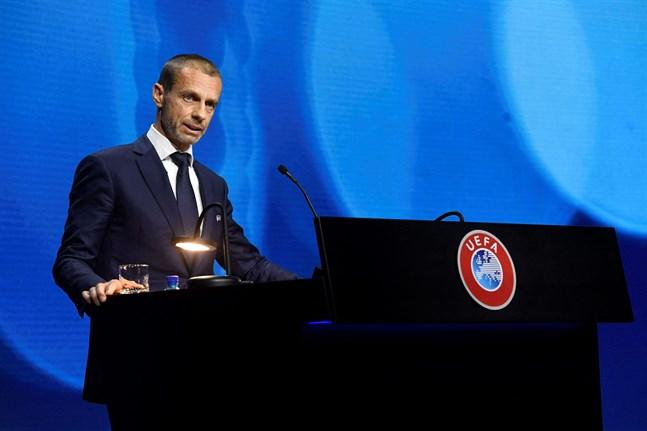 Uefa-bossen Aleksander Ceferin välkomnar avhoppen från den tilltänkta superligan.