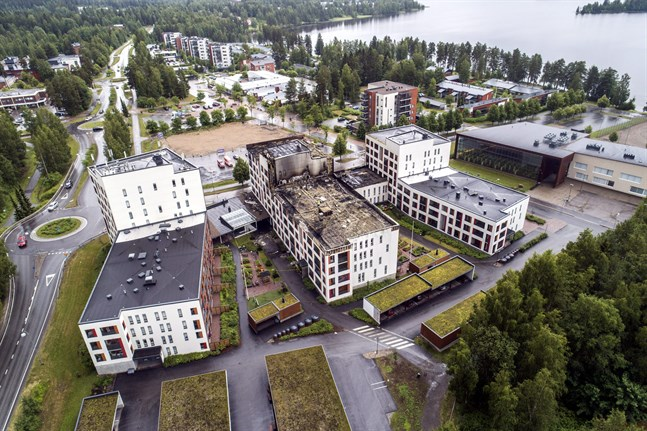 Veli-Pekka Nurmi, direktör vid Olycksutredningscentralen, säger att farliga hålrum i fasaden inte identifierades under byggnadsarbetet av seniorboendet i Jyväskylä. Bilden togs i juli 2020.