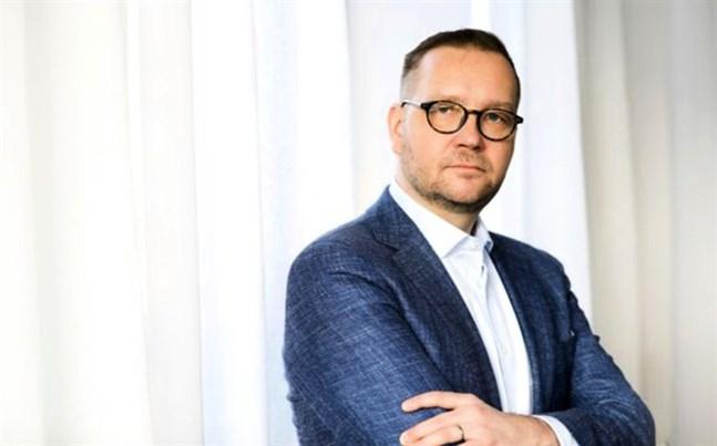 Juho Romakkaniemi, vd för Centralhandelskammaren, anser att regeringen från och med nästa år måste återgå till sin ursprungliga utgiftsram.