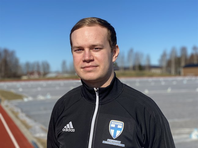 En fotbollsdomare måste tåla lite kritik, men då ska kritiken hållas på planen, säger Jesper Norrgård.