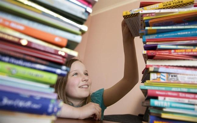 Barn och ungas frivilliga läsning utvecklar språkutvecklingen, läs- och skrivutvecklingen, en mer generell kunskapsutveckling och förståelse för andra, enligt forskning.