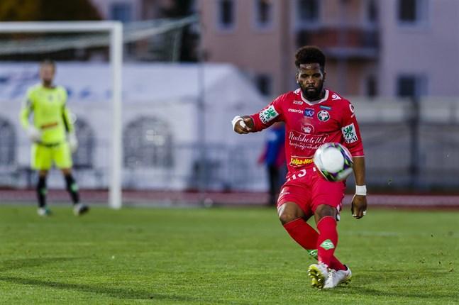 Fortuné Macomba är inte ett helt obekant namn för den österbottniska fotbollspubliken. Säsongen 2016 spelade han med FF Jaro.