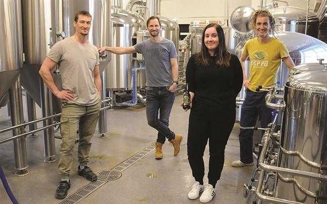 Keppo bryggeri-gänget består av Carl-Henrik Höglund, Björn Höglund, Nadja Myllyviita och Caj Fors-Klingenberg.