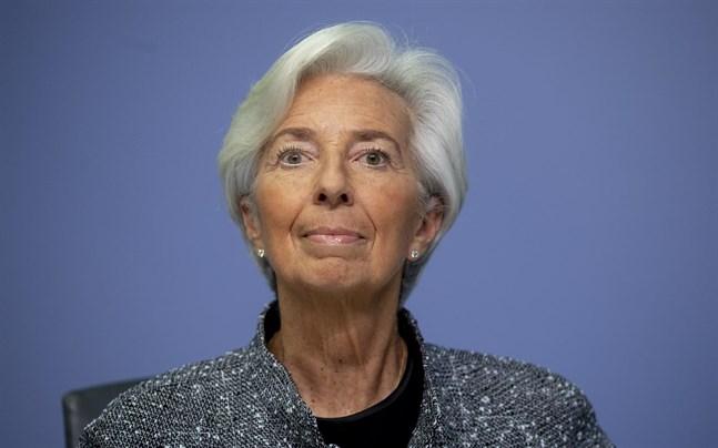 ECB-chefen Christine Lagarde och hennes direktion lämnar räntor och stödköpsprogram oförändrade.