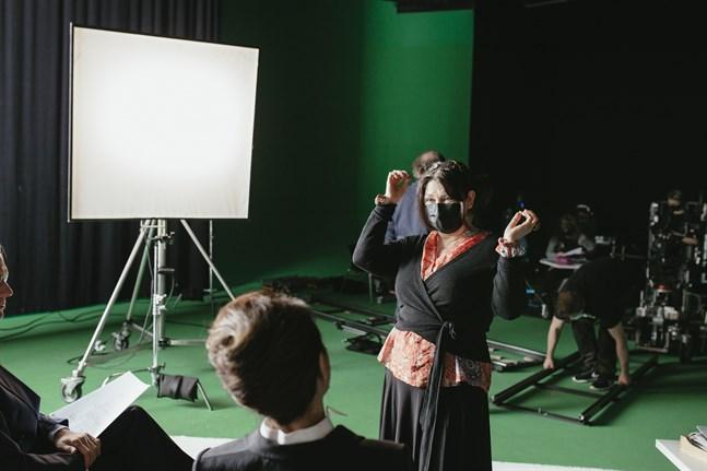 Manusförfattaren och regissören Maarit Lalli under provinspelningen.