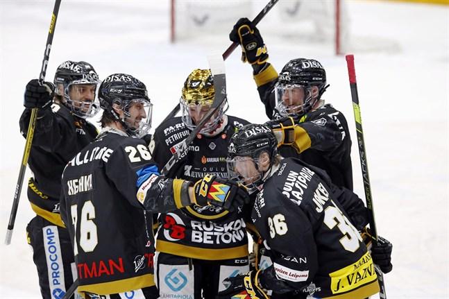 Shaun Heshka, andra från vänster, ska ta en stor roll i Sports försvar.