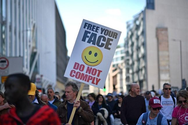 Demonstrationer mot coronarestriktioner i London.