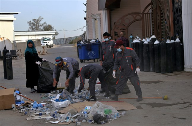 Syrgastuberna förvarades felaktigt uppger källor för nyhetsbyrån AFP.
