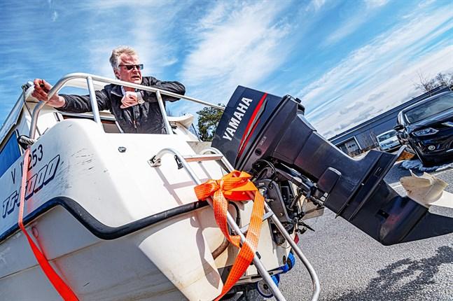 Antagligen var det inte något fel på själva motorn, utan bränsletillförseln krånglade på grund av mängden vatten i båten, funderar Kenneth Norrgård.