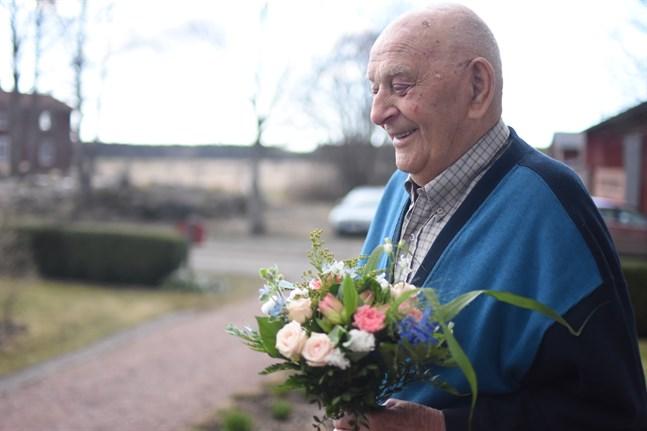 Bengt Ehrström hemförlovades 1945. Då for han hem till Övermark igen. Sedan dess har jag varit här, säger han och skrattar.