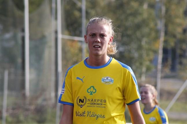 Wilma Lassfolk gjorde båda målen för Kraft då de knappt förlorade mot Vasa IFK:s B-juniorer.