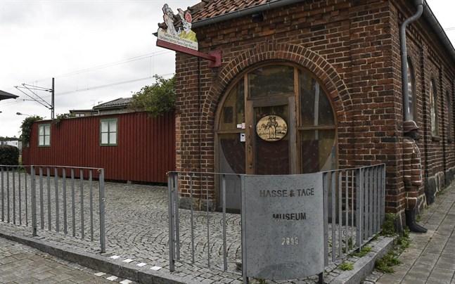 Hasse & Tage-museet i Tomelilla är tillfälligt stängt på grund av pandemin. Men ringer – det gör det.