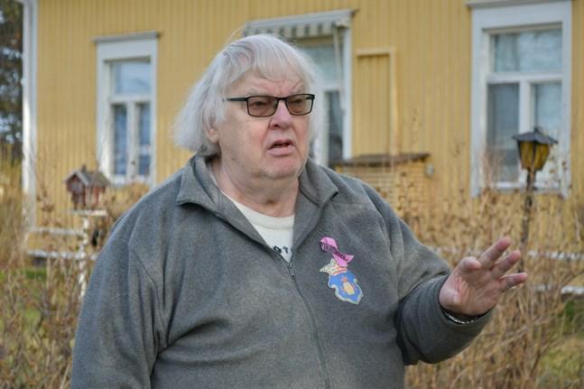 Seppo Kuusinen i Lålby har vänt sig till JK och JO för att få klarhet i om vårdföretaget Bottenhavets hälsa verkar uppfyller de krav som ställs på språklig betjäning.