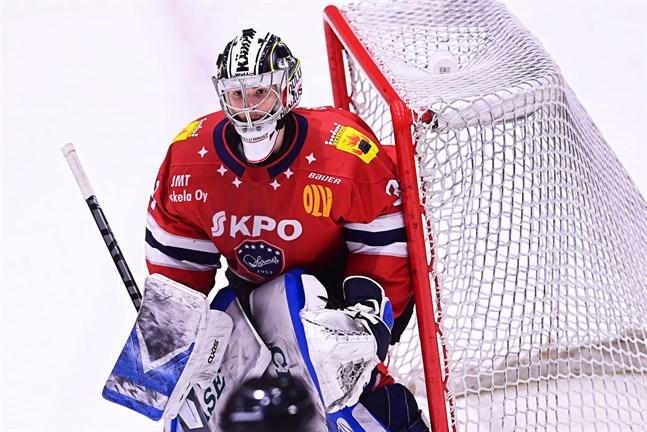 Joel Blomqvist fick en tung start på den sista finalmatchen och måste utgå redan efter några minuters spel.