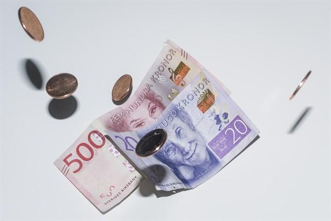 Handelsbanken höjer prognosen för svensk BNP-tillväxt till 3,8 procent i år.