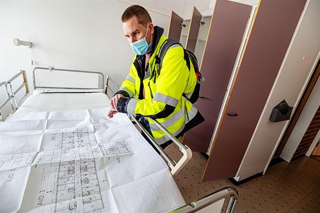 Kronobys tekniska chef, Jukka Aarnio, sätter minst hälften av sin tid på att få kommunens byggprojekt genomförda. Saneringen av Terjärv vårdcenter pågår och Terjärv skola är följande i tur.