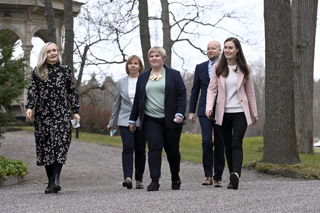 Ministrarna Maria Ohisalo, Anna-Maja Henriksson, Jussi Saramo, Annika Saarikko och statsminister Sanna Marin.