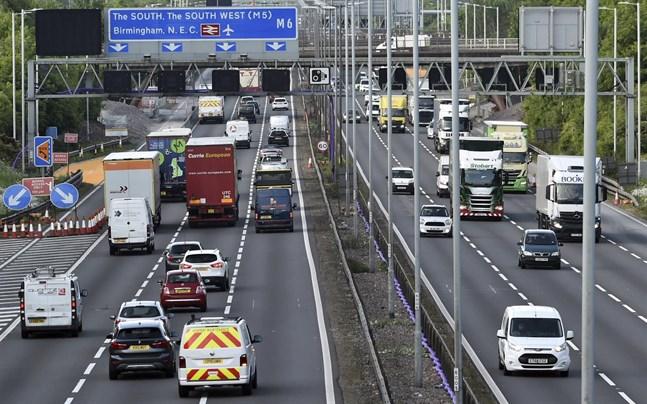 Trafik på M6-motorvägen i närheten av Birmingham.