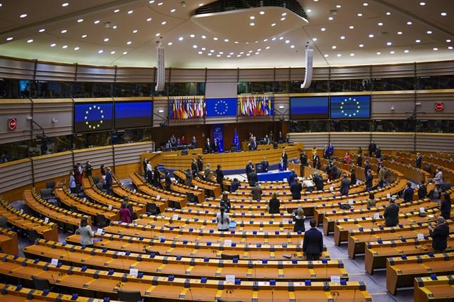 EU-parlamentets ledamöter ska debattera och rösta om sin syn på de planerade vaccinpassen som ska underlätta resandet efter coronapandemin. Arkivfoto.