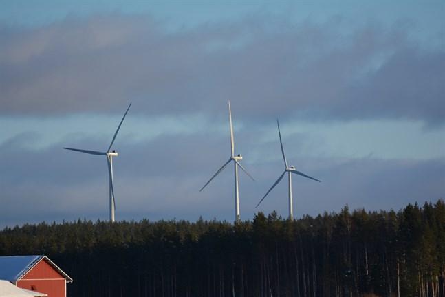 En grupp SFP-politiker i Kristinestad vill att staden fastställer riktlinjer som bland annat styr hur nära bebyggelse kraftverk kan byggas.