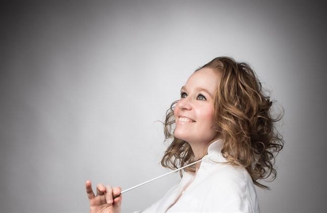 Dirigenten Maria Itkonen har lett ensembler som Tampere Filharmonia,  Joensuu stadsorkester och Tampere Raw. Nu gästar hon Vasa.