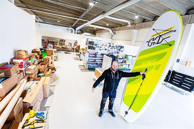 Butiken växer, Robbis Hobby Shop får mera rum, konstaterar Robert Eklund.