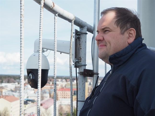 Landskapskameran uppe i det gamla vattentornet på Skrammelbacken i Karleby har varit oväntat populär, konstaterar Janne Strang från radioamatörerna.