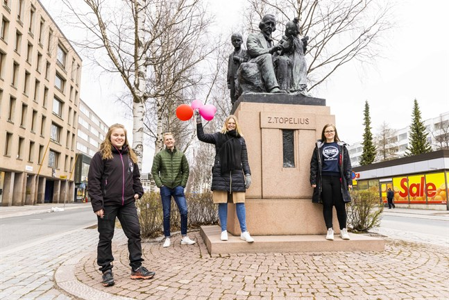 Johanna Österholm, Niklas Grönholm, JuliaLiewendahl och Sara Storbäck ser fram emot vappen i år och hoppas att vi är tillbaka i lite mer normalt läge nästa år.