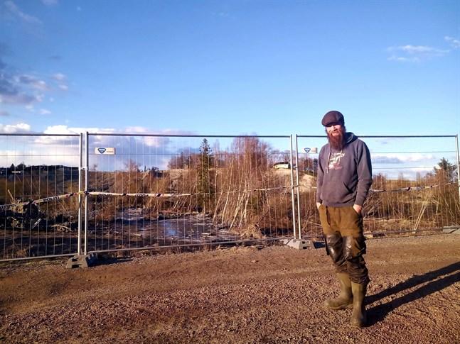 Kristoffer Fladby bor numera i pappa Tores hemort Ask i Gjerdrum kommun, som i december 2020 förvandlades till ett katastrofområde.