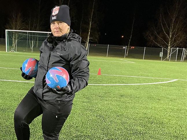 Det blir Inget seriespel för Sporting Kristinas damlag i år, men till ett nytt år är det meningen att vi ska spela i förbundets serier, säger Anki Timmerbacka.