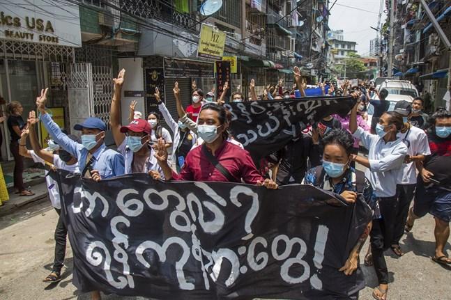 Prodemokratiska protester i Myanmars största stad Rangoon i veckan.