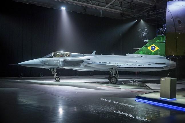 Saab har sedan tidigare sålt stridsflygplanet Gripen till Brasilien. Nu hoppas man på en affär med Finland.