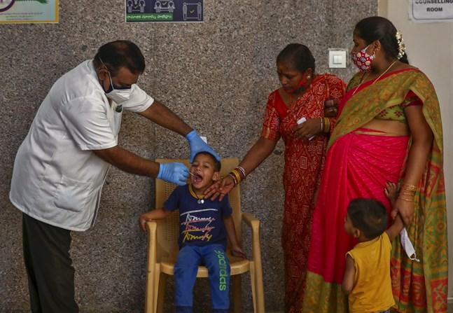 Coronatestning i staden Hyderabad. Arkivbild.