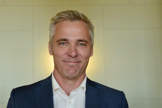 Anders Adlercreutz anser att Finland ska implementera gemensamma Europeiska regler för inresa.