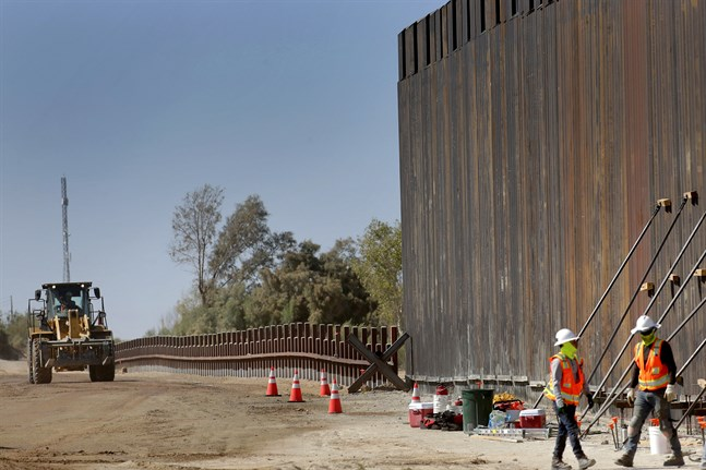 En del av barriären som USA byggt mot Mexiko. Arkivbild.