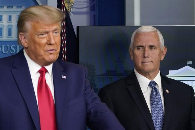 Den amerikanske förläggaren Jonathan Karp försvarar sitt beslut att ge ut två böcker av Donald Trumps vicepresident Mike Pence. Arkivbild.