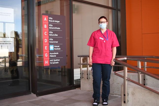 Alla enheter på Närpes servicecenter öppnar upp för besök, med vissa begränsningar och försiktighetsåtgärder. Anna Antfolk är vikarierande enhetsledare på Efraim.