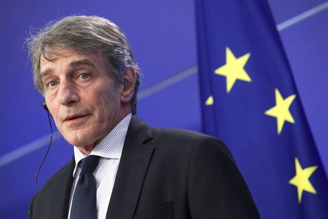 Europaparlamentets talman David Sassoli är en av åtta EU-medborgare, däribland en svensk, som belagts med inreseförbud av Ryssland. Nu kallar EU-kommissionen Rysslands EU-ambassadör till ett möte.