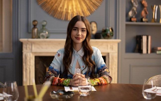 """""""Emily in Paris"""" var den mest sedda komediserien under 2020 på Netflix."""