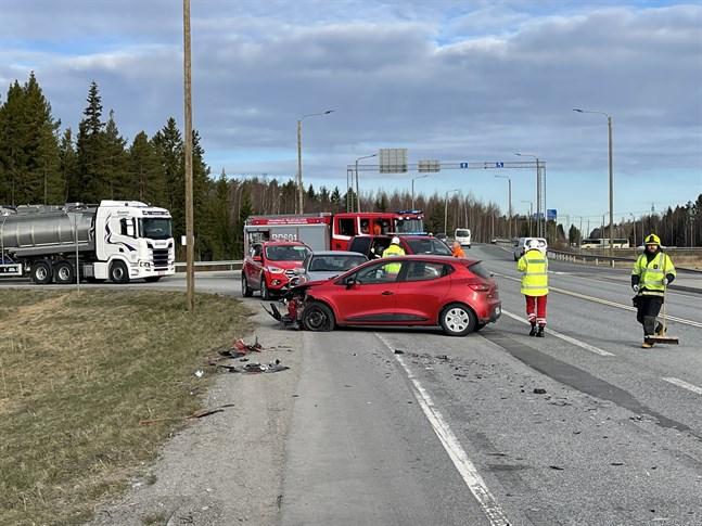 Det var vid 20 före 8 i morse trafikolyckan inträffade vid Kållbyvägen.