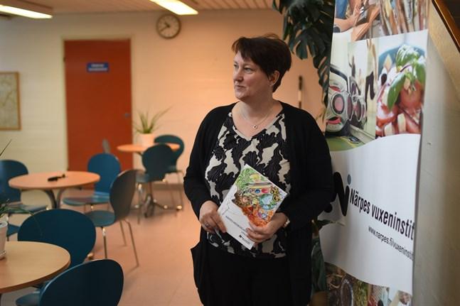 Annica Eklund är rektor vid Närpes vuxeninstitut som erbjuder både distans- och närundervisning i höst.