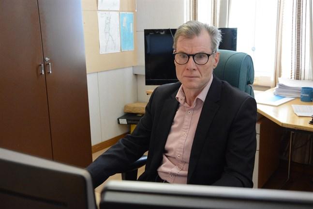 Hemsjukhusservicen skulle bli för dyr, säger ekonomidirektören Esa Högnäsbacka i Kaskö.