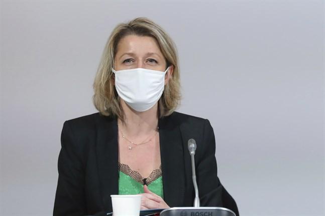 Frankrikes miljöminister Barbara Pompili gläds över en ny klimatlag. Arkivbild.