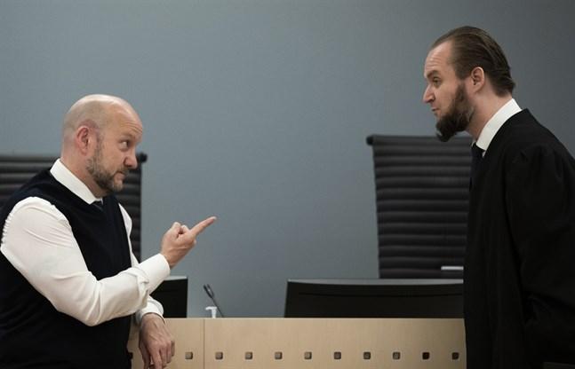 Åklagaren Geir Evanger (till vänster) och den dömda kvinnans försvarare Nils Christian Nordhus vid rättegången i Oslo tingsrätt. Arkivbild.