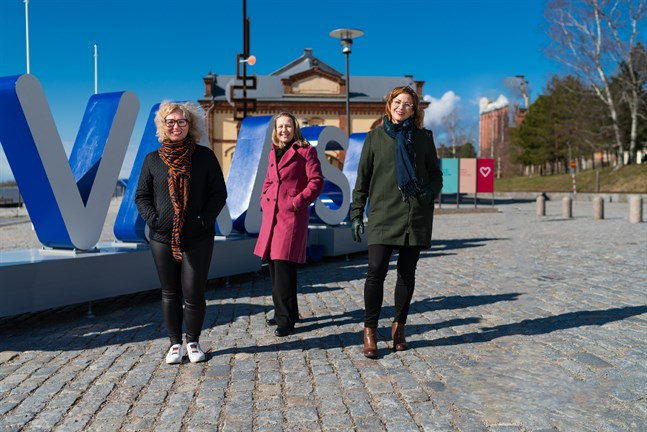 Mari Kattelus från Vasek med Leena Forsén och Eevamaria Paasikari från Vasa stad.